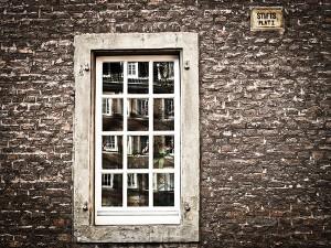 window-1152243_1920