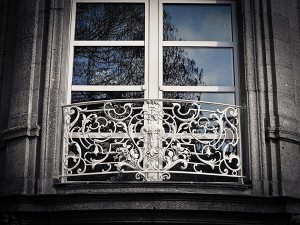 window-1210678_1920